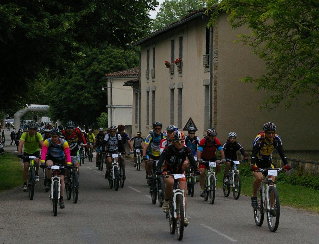 150 randonneurs à l'assaut des chemins de St Antonin!