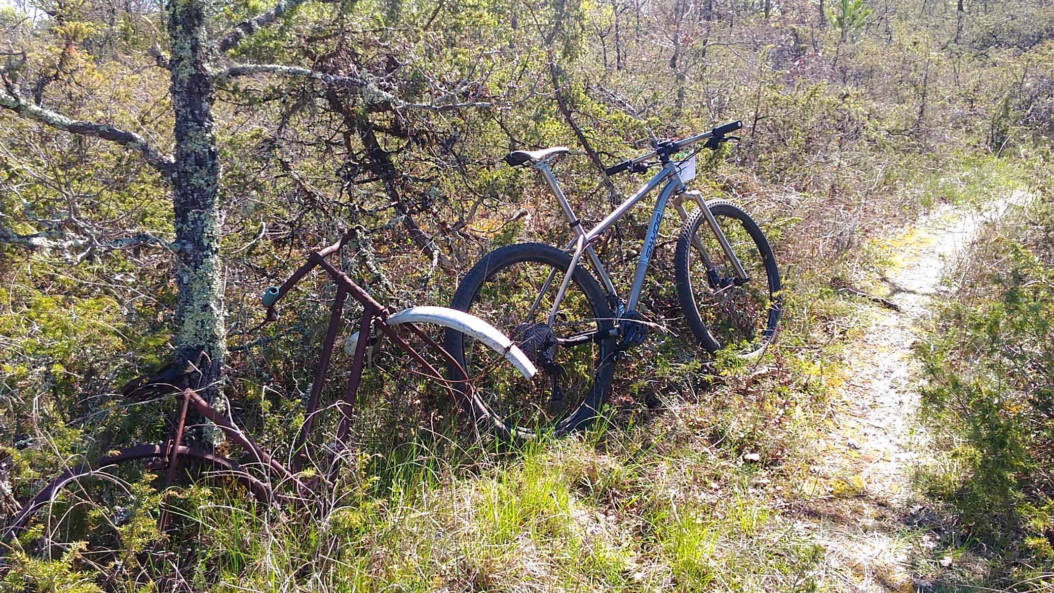 A priori le cadre de ce vélo n'est pas en titane...