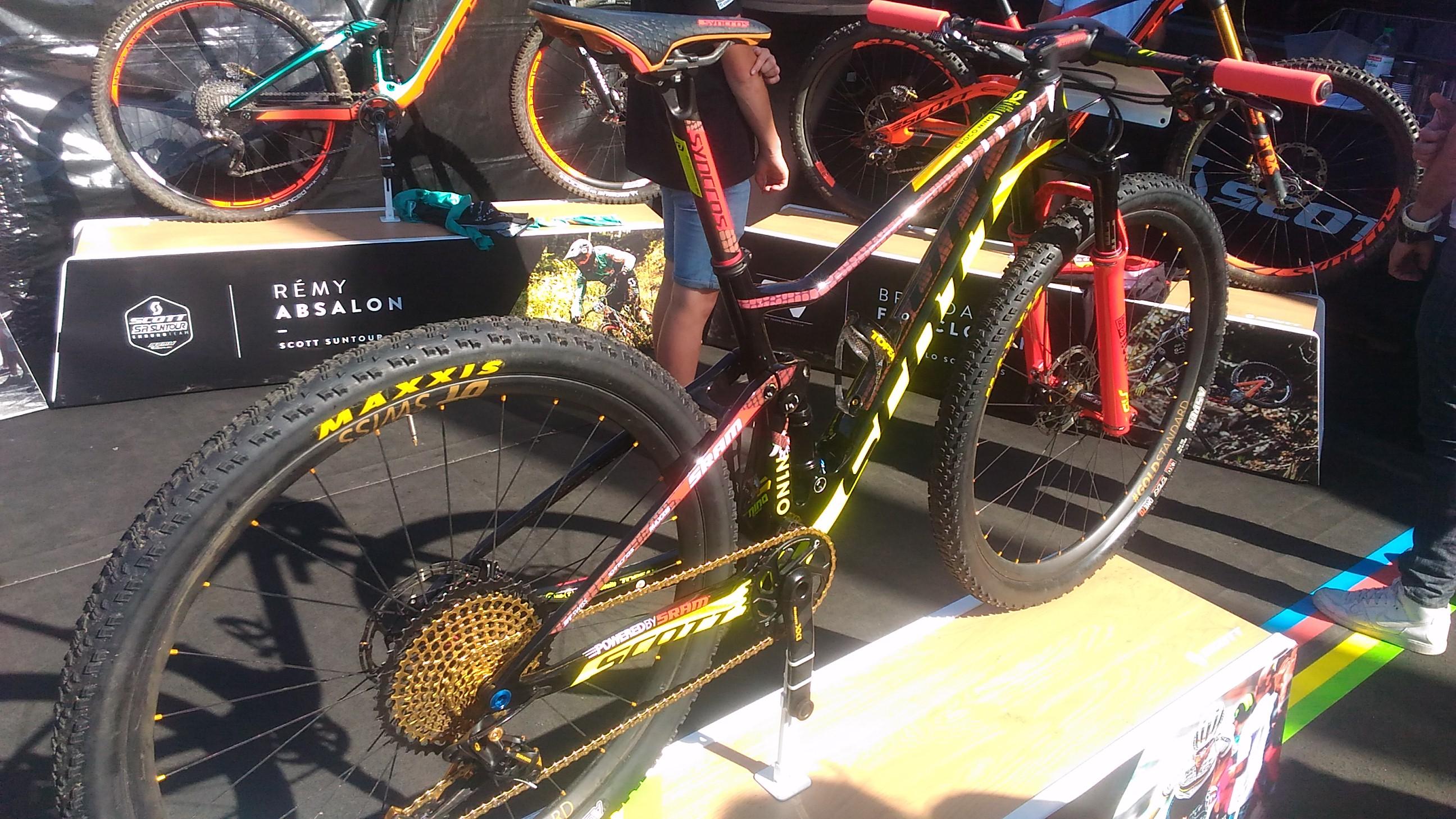 Le VTT de Nino champion Olympique et du monde, la machine!
