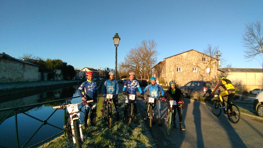 De gauche à droite Sébastien Vila, Christophe.B, Patrick Ourcival et Denis Marcano avec Yohan le fiston!